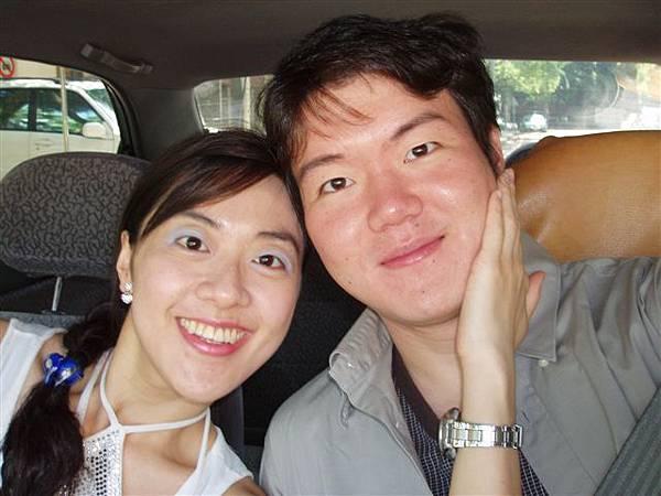 2005.05.17苗栗 假面藝術節1--與哈尼在車上自拍(ㄣ!效果不賴!)