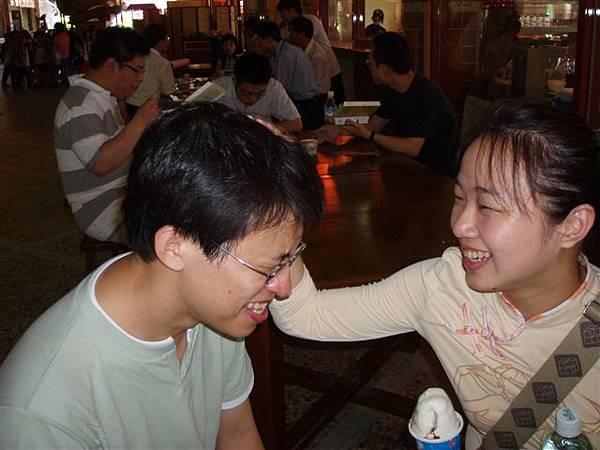 2005.05.17苗栗 假面藝術節9--嗯!真是乖乖的好寵物!會好好愛你的