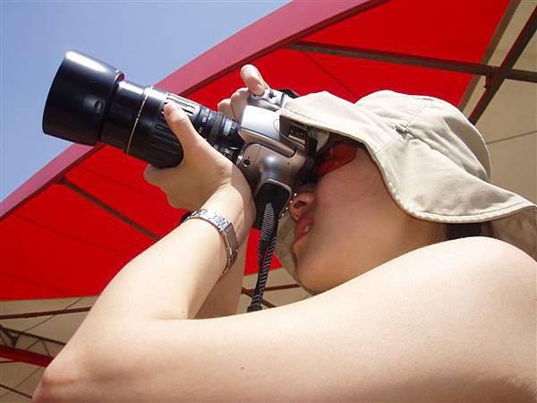 2005.05.17苗栗 假面藝術節21-2--感覺好像很懂的攝影!其實....哈!