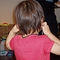 丁小寶2.2--小小寶開心的展示她的耳環