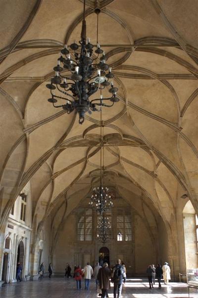 舊皇宮內部,相當儉樸的舊國王們