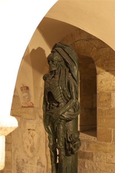 教堂內赫見骷顱造型雕像,發現捷克人挺愛這種表現手法