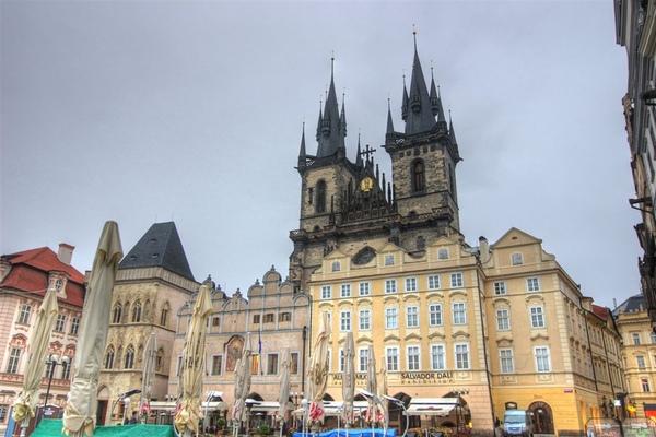 白天的舊城廣場