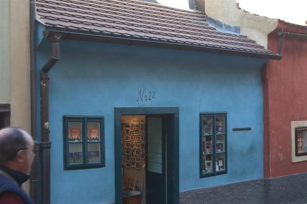 黃金巷裡 Kafka之故居,現為書店