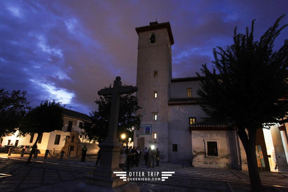 格拉納達景點  聖尼古拉教堂廣場觀景台為終點的半日遊步行景點
