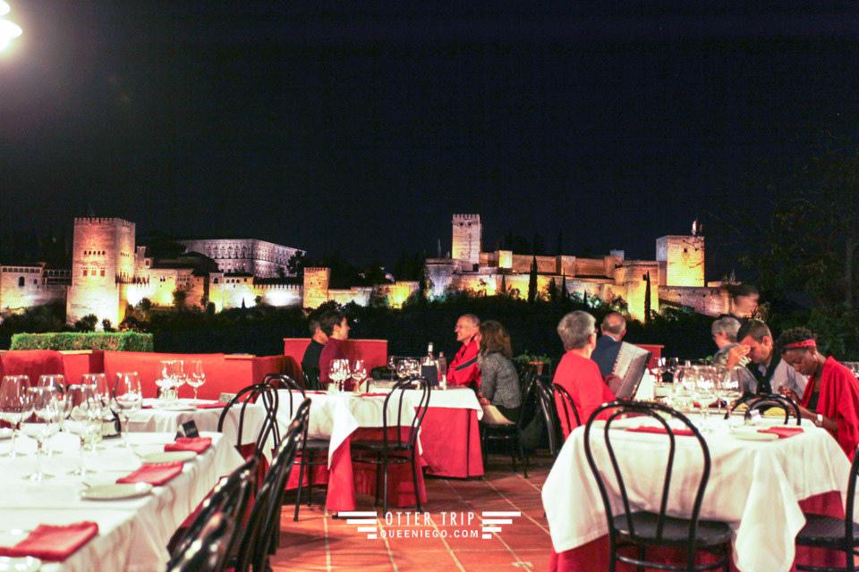 阿爾罕布拉宮的回憶 格拉納達美食 Carmen Mirador De Aixa 阿爾罕布拉宮夜景相伴