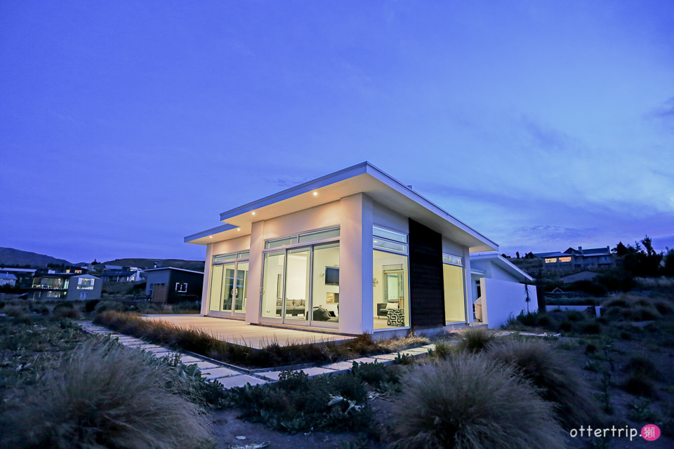 紐西蘭Lake Tekapo住宿推薦 White House(白色度假屋) 客廳無死角看提卡波湖