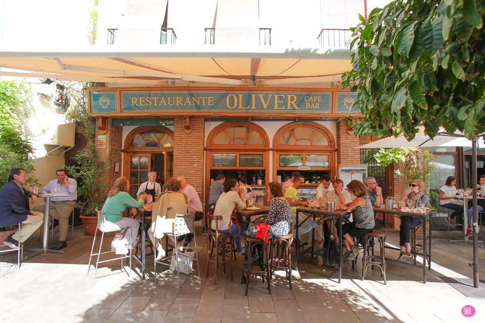 看了一下隔壁幾桌點的菜,發現大家都會點西班牙海鮮飯以及海鮮料理, 於是我們也不例外的點了,