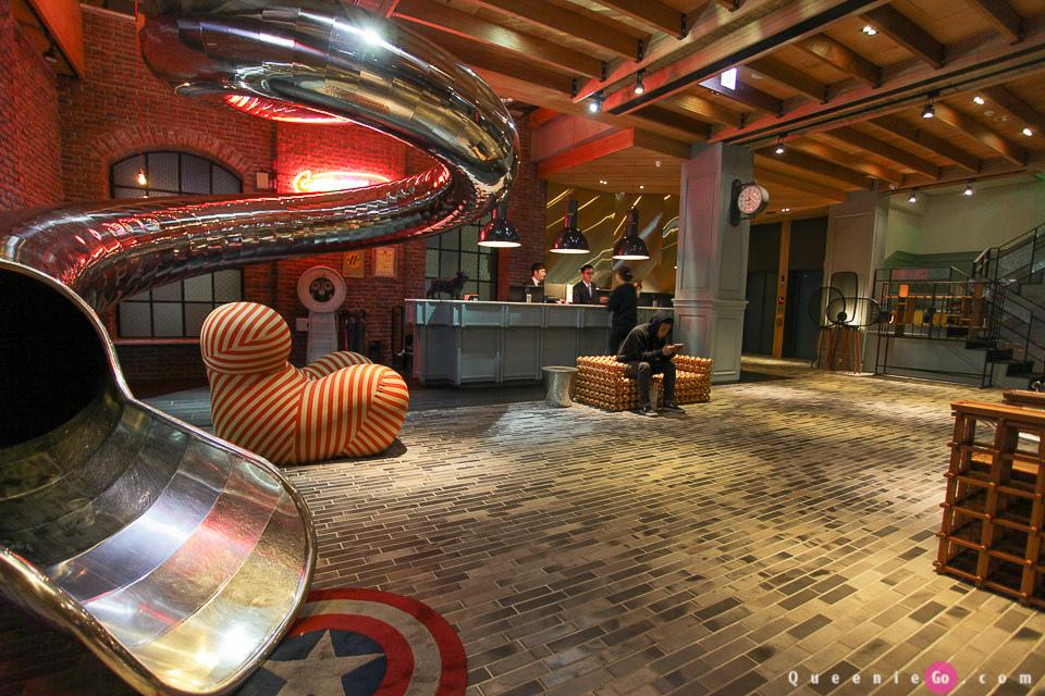[台灣台中住宿推薦]紅點文旅Red Dot Hotel有座大人小孩都能玩的溜滑梯