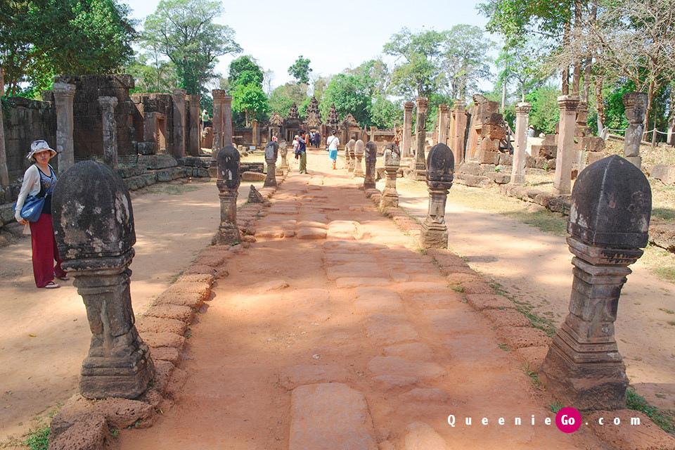 「柬埔寨暹粒」在吳哥的藝術寶石-女王宮尋找活靈活現的印度教神話浮雕