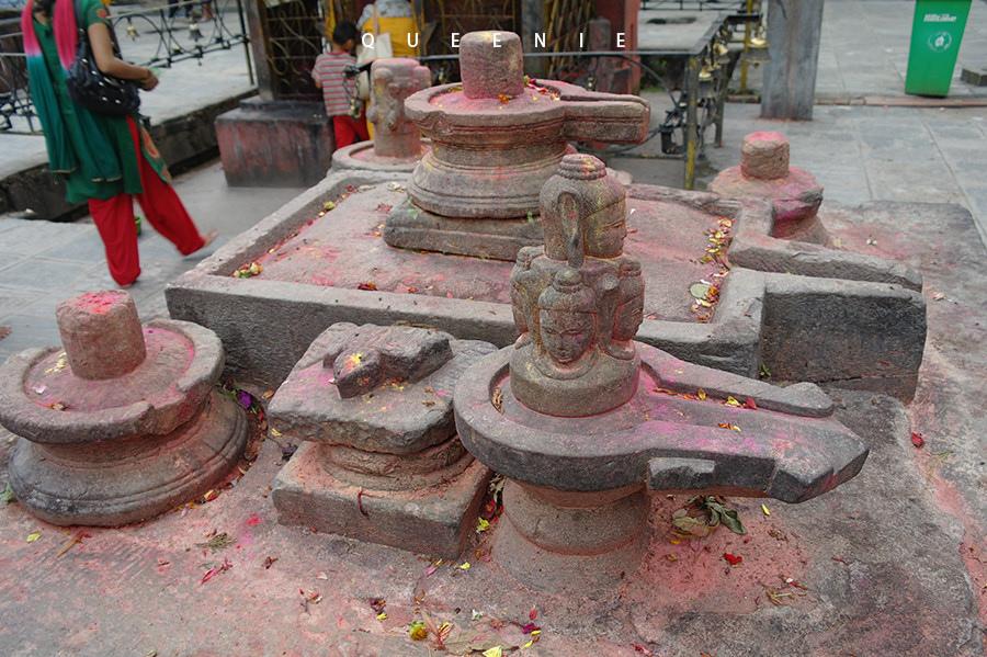 「尼泊爾加德滿都」印度教神話故事的聖地Budhanilkantha Temple