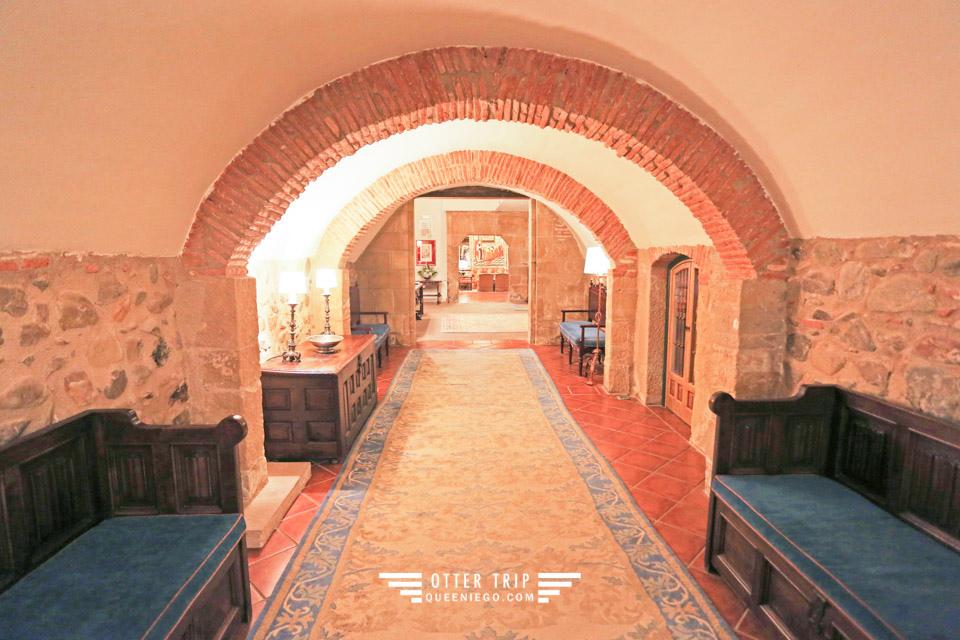 西班牙La Rioja住宿 Parador de Sto.Domingo Bernardo de Fresneda 聖地牙哥朝聖之路的修道院住一晚