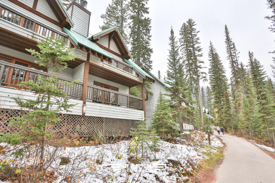 加拿大優鶴國家公園 翡翠湖的完美倒影 Emerald Lake Lodge住宿體驗