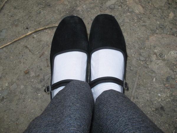 村姑鞋加白襪