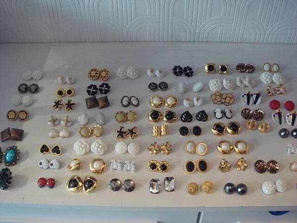 我愛的復古風耳環-一副100元,哈