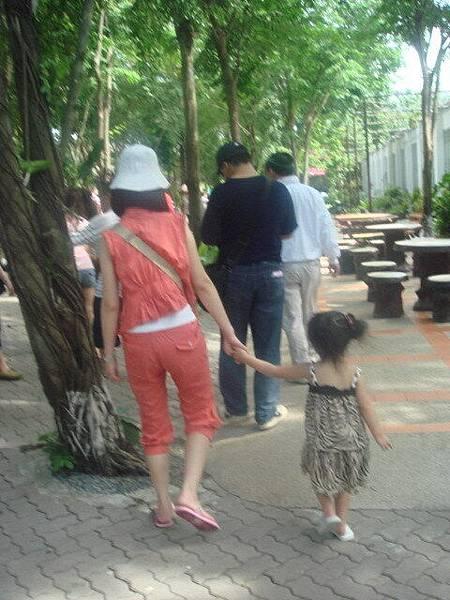 戴姊姊和女兒