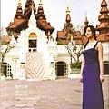 這一系列都走復古華麗風,穿著長禮服在貌似古蹟的地方拍照,但其實那是東方文華飯店啦