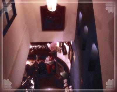 從樓梯往下拍的光線很特別.jpg