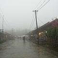 55_雨還是不見停下的霧社街.jpg