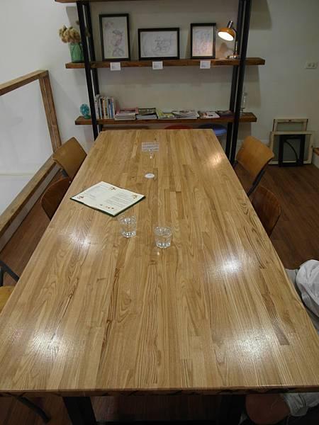 甘丹二樓用餐大桌