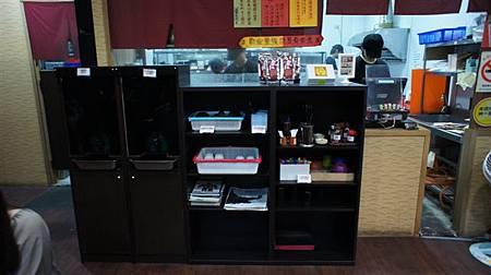 點餐櫃台與餐具飲料吧.JPG