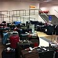 主人不準時領貨的行李區