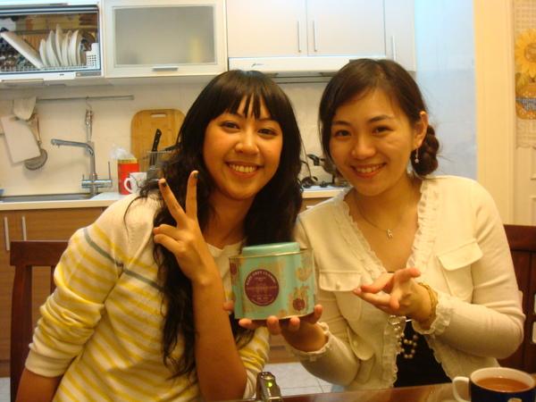 晶晶& my English Tea, bought at Fortnum & Mason, London