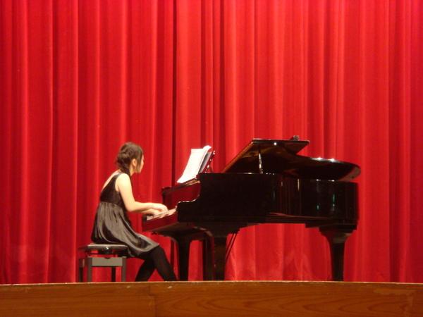 小佑彈琴很可愛
