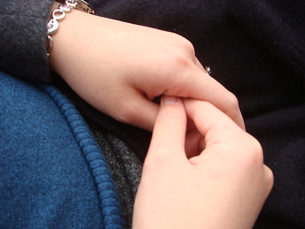 Hon secretly took pic of my freezing hands~