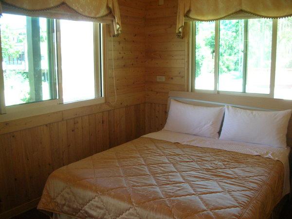 華山小木屋房內2