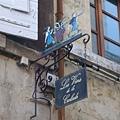 Arles-可愛的店家招牌.JPG
