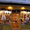 Avignon-傳說很有名好吃的甜點店但價格不斐,碰巧試吃到巧克力真的很好吃,但因為吃過了就不用買了,哈.JPG