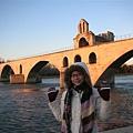 Avignon-趕在太陽下山前跟斷橋合照.JPG