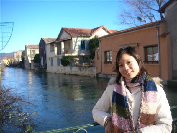 La Sorgue市集旁的河.JPG