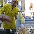 La Sorgue-有趣的麵條老闆-麵條好吃唷.JPG