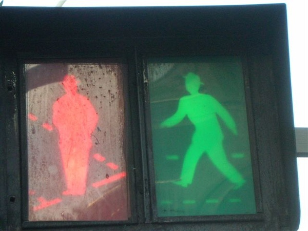 Nice-第一次看到有戴帽子的小紅人和小綠人.JPG