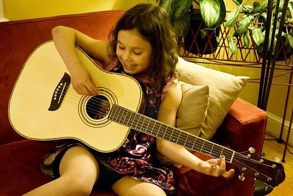 Girl-Practicing-Guitar