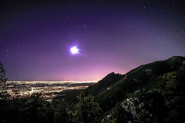 Beautiful-View-Of-Purple-Sky-And-City-Lights-From-Flagstaff-Mountain