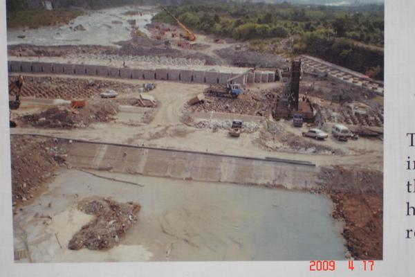 石岡壩經921過後的維修工程.jpg