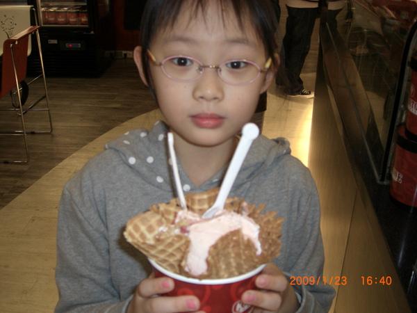 COLD STONE的冰淇淋.JPG