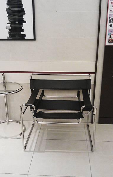 台北阪急設計師椅1.jpg