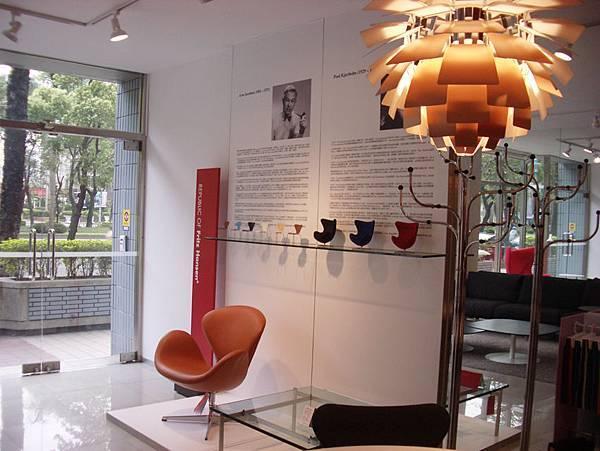 真假設計師椅比一比(2008-3-16)-2.jpg