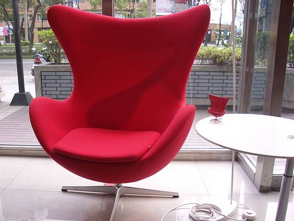 真假設計師椅比一比(2008-3-16)-3.jpg