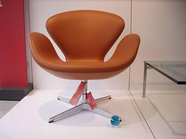 真假設計師椅比一比(2008-3-16)-5.jpg