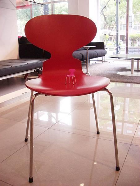 真假設計師椅比一比(2008-3-16)-9.jpg