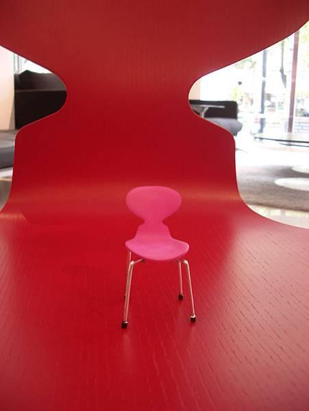 真假設計師椅比一比(2008-3-16)-10.jpg