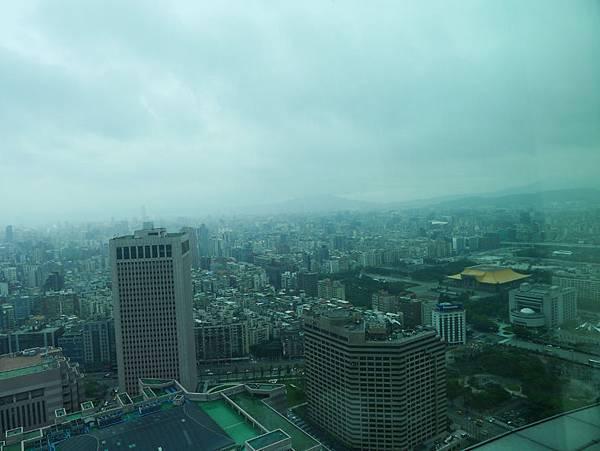 台北101-35F窗景1