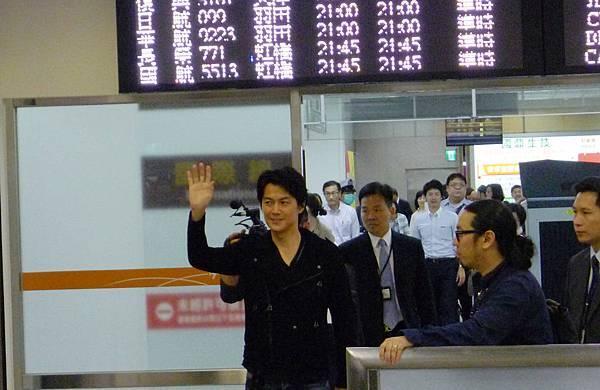 福山雅治2014松山機場1.jpg