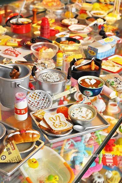 食玩櫃2.jpg