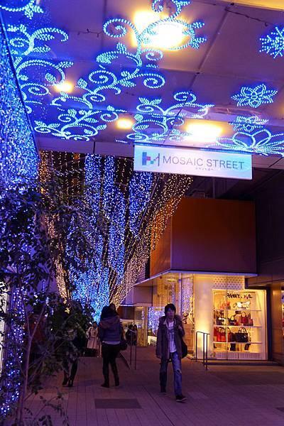 新宿馬賽克街道.jpg